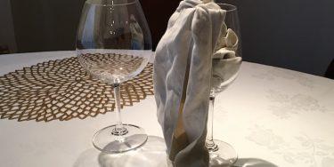赤坂のソムリエが教えるきれいでかっこ良いワイングラスの拭き方