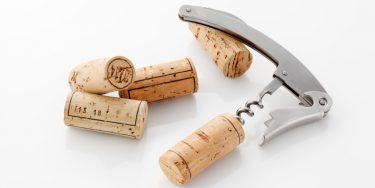 初心者でも大丈夫!ソムリエが教えるソムリエナイフを使ったワインの開け方
